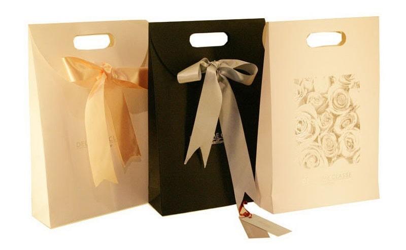 mẫu túi giấy đựng quà đẹp mắt sang trọng