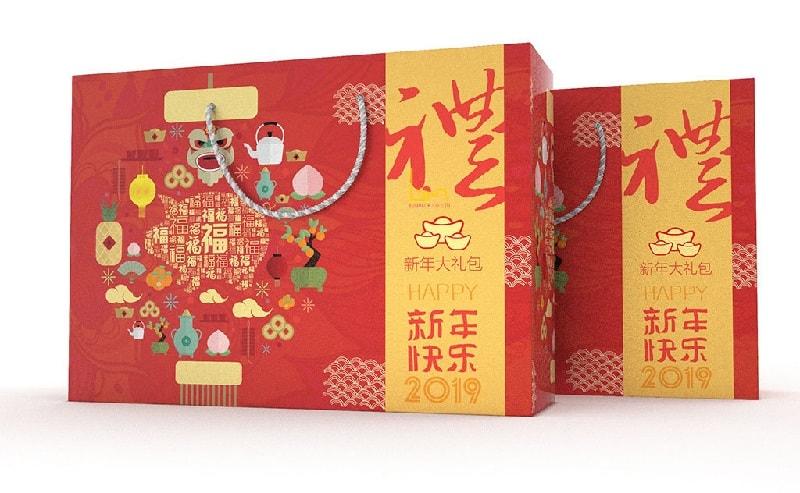 mẫu túi giấy đựng quà tết đẹp với gam đỏ nổi bật